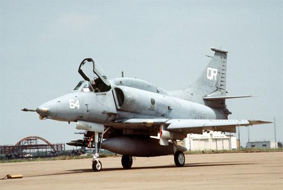 avion de chasse a-4 skyhawk