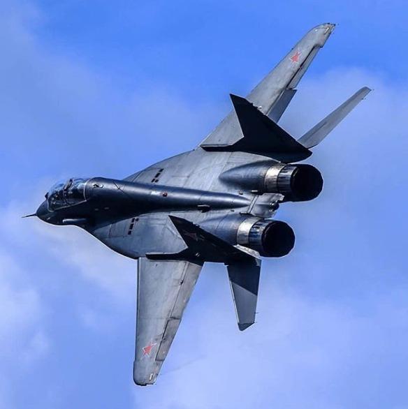 avion de chasse MiG